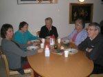 70.jpg - <p>Lotten, Vivvi, Debora, Ragnhild och Folke smälter maten. <br /> <em>Foto: Elvy Viktorsson</em></p>