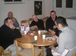 71.jpg - <p>Sven-Olov, Roland och Lasse m&auml;tta och bel&aring;tna, <br /> Rolf och Pia njuter vidare av den goda soppan. <br /> <em>Foto: Elvy Viktorsson&nbsp;</em></p>