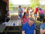 89.jpg - <p>Birger, Elmar och Christina njuter i skuggan, denna varma dag på Sandudden</p> <p><em>Foto: Ragnhild Lindkvist</em></p>